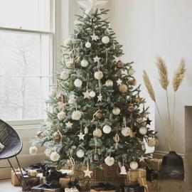 Un très joyeux Noël à vous tous 💫💫💫 Un grand merci pour votre fidélité, vos compliments ❤❤❤. Votre soutien a été incroyable cette année si particulière et me permet de continuer cette belle aventure avec sérénité 💋💋💋. Passez de belles fêtes On se retrouve Samedi 26.