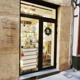 La boutique est ouverte aujourd'hui de 11h à 17h, pour préparer vos commandes sur mesure. N'attendez pas les derniers jours!!!#mylittlebijou #bijoux #bijouxpersonnalises #bijoudecreateur #creatrice #bijouxfemme #atelierboutiqueaix #aixenprovence #aixmaville #aixencommerce #createurdusud #madeinfrance
