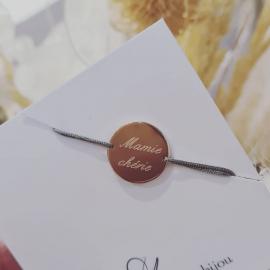 Médaille gravée avec vos messages d'amour. Choisissez la medaille, le texte, la typo et laissez faire la magie. La surprise d'un cadeau personnalisé..... ⭐ ⭐ ⭐ #mylittlebijou #bijoux #bijouxpersonnalises #bijoudecreateur #creatrice #braceletgrave #atelierboutiqueaix #aixenprovence #aixmaville #aixencommerce #createurdusud #madeinfrance